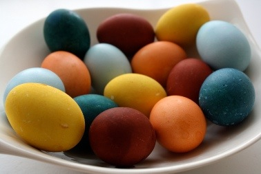 How To Color Easter Eggs With Veggie Dyes