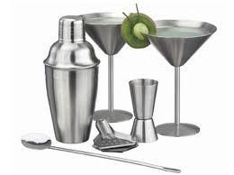 10 Essential Bar Equipment