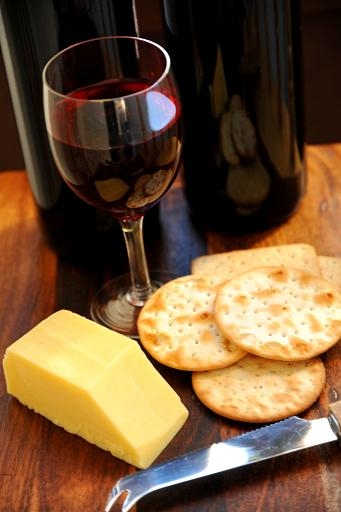 How To Choose The Right Wine To Go With Cheese