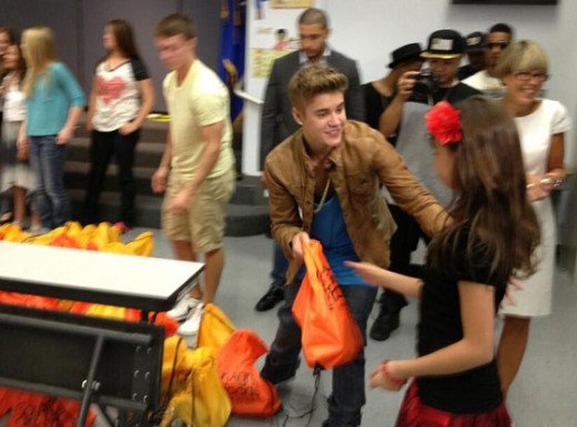 Justin Bieber Delivers Free Food To LA School