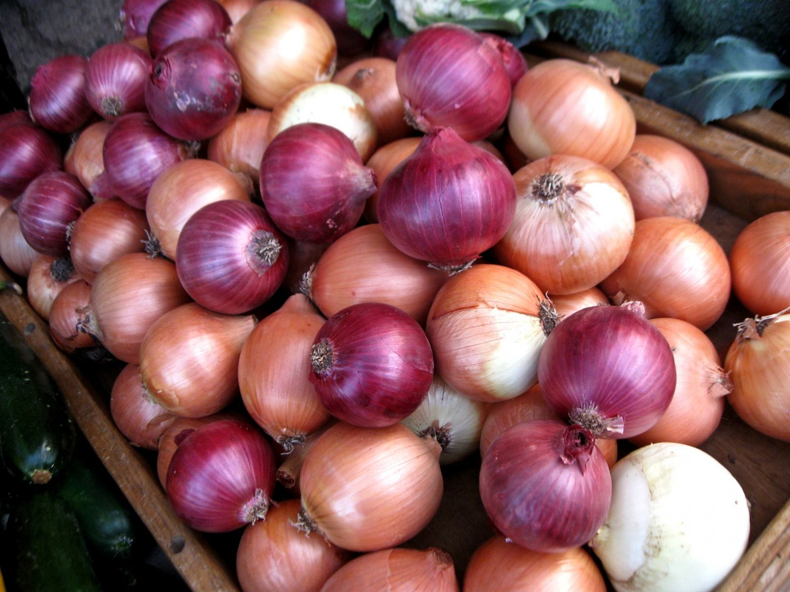Thieves Hijack Onion Truck In India
