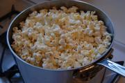 Easy steps to make popcorn at home